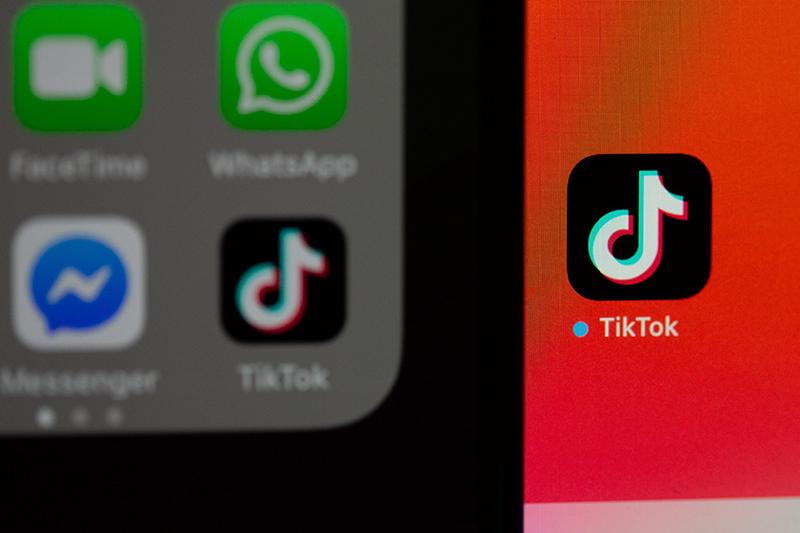 screen z iphone z ikonką tiktok